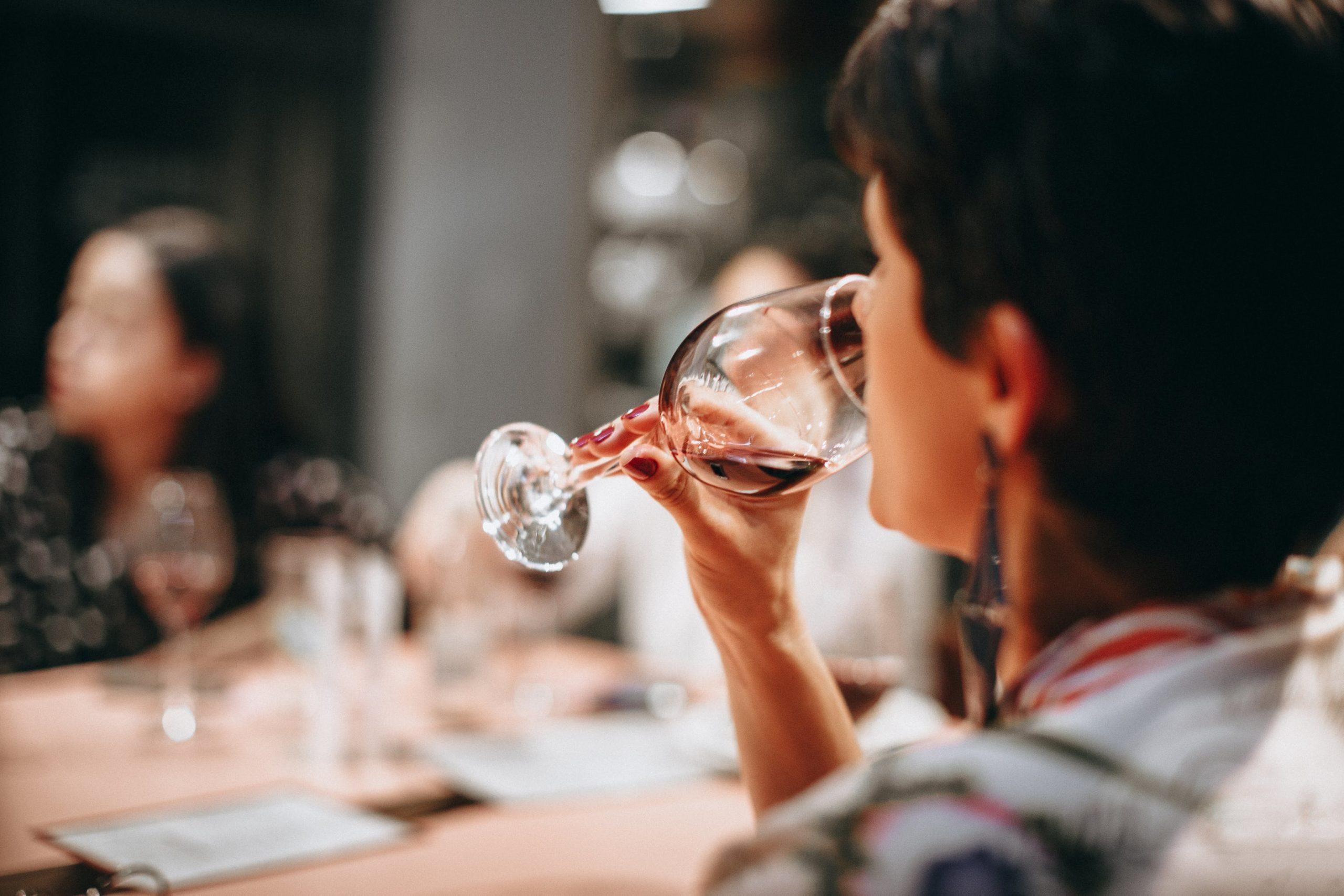 Tasting wine etiquette